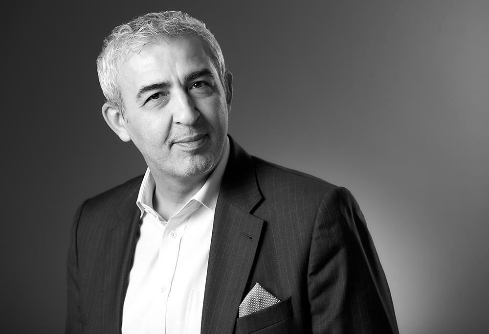 Fine-Art Portraitfotografie CEO mit Anzug, klassisches schwarz-weiss Portrait